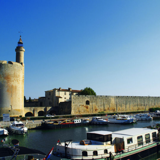 http://www.laboucleromaine.fr/wp-content/uploads/sites/6/2019/02/Aigues-Mortes-remparts-et-port-540x540.jpg